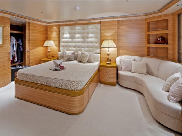 Spavaća soba, zaglavlje kreveta, jastuci, prekrivači